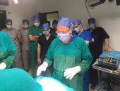 وزير الصحة بعد إجراءه عمليات جراحية لمصابى حادث المنيا الإرهابى: كلهم زى الفل