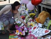 بالصور.. ورود وبالونات ورسائل وهدايا تذكارية لتأبين ضحايا هجوم مانشستر