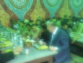 """بالصور.. مدير أمن القاهرة يشارك المجندين إفطارهم.. ويشدد على """"اليقظة التامة"""""""