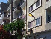 أعمدة مضاءة نهارا فى شارع محمد شكرى بالزيتون