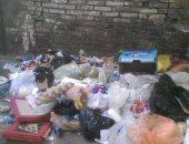 بالصور.. مواطنة تشكو من انتشار القمامة بعمارات العبور فى صلاح سالم