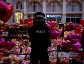 بالصور.. وقفة بالورود والشموع فى بريطانيا تضامنا مع ضحايا هجوم مانشستر
