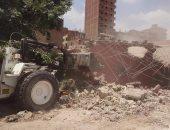 حى حلوان يزيل تعديات على أراضى الدولة بشارع الوالدة ومساكن الزلزال
