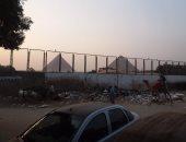مواطن من نزلة السمان يشكو من تراكم القمامة بالقرب من أهرامات الجيزة
