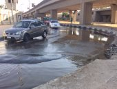 زحام مرورى بطريق الواحات اتجاه أكتوبر بسبب كسر ماسورة مياه رئيسية