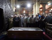 تعرف على رأى المذاهب فى حكم لو زاد الإمام بتكبيرات الجنازة عن الأربعة