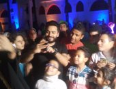 بالصور.. تامر حسنى وعمر زهران يفطران مع الأيتام وذوى الاحتياجات الخاصة