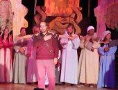 بالصور .. محافظ سوهاج يشيد بالفرقة القومية المسرحية بالمحافظه