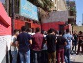 """بالفيديو والصور..أمن مدرسة عمر بن الخطاب بالمطرية يمنع دخول الطلاب اللجان بـ""""الكابات"""""""