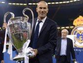 """الفيفا يستعيد ذكريات """"زيدان"""" فى يوم انضمامه لريال مدريد"""