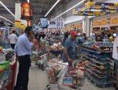 قطع العلاقات مع قطر يتسبب فى تكدس المواطنين بمتاجر قطر لتخزين المواد الغذائية