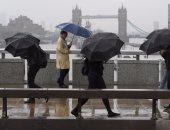 بالصور.. وقفة تأبينية بالورورد لضحايا حادث لندن وسط طقس سيئ يضرب بريطانيا