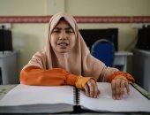 """بالصور.. """"نور على نور"""".. كفيفات ماليزيا يقرأن القرآن على طريقة """"برايل"""""""