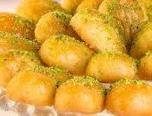 """ورا كل أكلة حلوة """"واحدة ست"""" .. من هى الست التى يأكل العرب """"رموشها""""؟"""