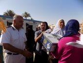 بالصور ..قيادات أمن جنوب سيناء توزع 100كرتونة رمضان على الموطنين