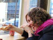 """دراسة: طلاب الجامعات قد يضحون بخصوصية أصدقائهم مقابل """"بيتزا"""" مجانية"""