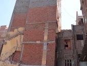 بالصور.. ميل 40 سم فى برج سكنى بالمحلة.. وقرار بإزالته