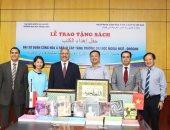 مصر تهدى مجموعة من الكتب لقسم اللغة العربية بجامعة هانوى فى فيتنام