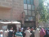 بالصور.. شكوى من تأخر موظفى مكتب تموين أبو زعبل وتكدس المواطنين