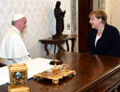 بالصور.. أنجيلا ميركل تلتقى بابا الفاتيكان فى روما