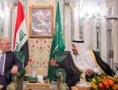 بالصور.. الملك سلمان يبحث مع رئيس وزراء العراق العلاقات بين البلدين