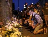 بالصور.. وقفة بالورود والشموع تضامنا مع ضحايا حادث دهس المصلين فى لندن