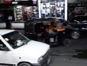 بالفيديو.. توك توك يسير فى شارع طلعت حرب بمنطقة وسط البلد