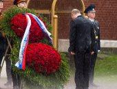 شاهد.. بوتين تحت الأمطار أثناء تكريم الجندى المجهول