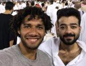 هيثم شاكر ينشر صورته مع محمد الننى من أمام الكعبة