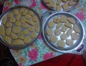 بالصور.. سيدات الفيوم يلجأن لصناعة كعك العيد بمنازلهن بعد غلاء أسعاره