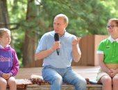 """بالصور.. بوتين يزور مخيم """"أرتيك"""" فى القرم.. والخارجية الأوكرانية: انتهاك لسيادتنا"""