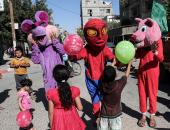 """بالصور.. مسلمو العالم يستقبلون عيد الفطر بـ""""الحنة واللعب والعبادة"""""""