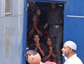 العيد فى سيارات الأمن المركزى.. فرحة المجندين رغم البعد عن الأهل