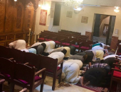 صحفية مغربية تتهم حاخام بسرقة صورة لصلاة مسلمين فى معبد يهودى