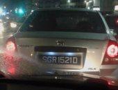 قارئ يرصد سير سيارة بدون لوحات معدنية فى طريق الكورنيش بالإسكندرية