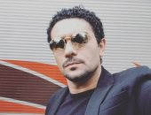 """آسر ياسين يودع جمهور """"30 يوم"""" على بصورة..ويعلق: مبروك طلعت أنت المختار"""