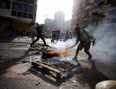 بالصور.. المحتجون فى فنزويلا يحاولون اقتحام القاعدة الجوية