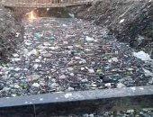 """بالصور..مجرى """"بجيرم"""" بالمنوفية يمتلئ بالقمامة ويمنع وصول المياه لـ1500 فدان"""