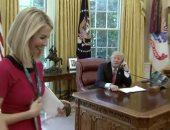 بالفيديو.. ترامب يغازل صحفية أيرلندية خلال حديثه مع رئيس الوزراء الأيرلندى