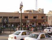 أعمدة الكهرباء مضاءة نهارًا فى شارع رمسيس.. وقارئ يطالب بمحاسبة المسئولين