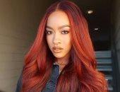 أفضل الوان الشعر للسمراوات.. الأحمر للجريئة والأزرق لغير التقليدية