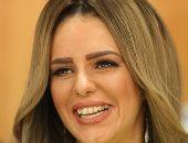 """دنيا عبد العزيز: لن أتزوج بدون """"حب"""".. وحياتى العملية """"على الله"""""""