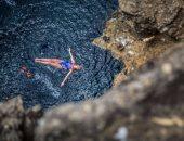 بالصور.. لقطات مثيرة للقفز فى المياه حول العالم
