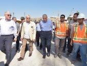 """بالصور.. """"محلب"""" ورئيس المقاولين العرب يتابعان سير العمل فى محور روض الفرج"""