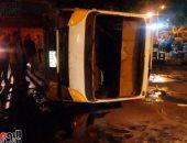 أوناش المرور ترفع حطام حادث تصادم أتوبيس وسيارة نقل فى القاهرة