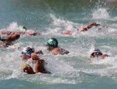 أكثر من 1000 أسترالى يتحدون البرد القارس ويسبحون بدون ملابس فى النهر