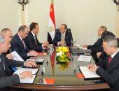 السيسي يوجه بإنهاء القطار الكهربائى بين السلام والعاصمة الإدارية خلال عامين
