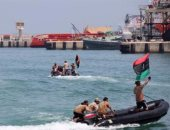 خفر السواحل الليبى يعترض 60 مهاجرا بمياه المتوسط فى طريقهم لأوروبا