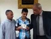 وزير الداخلية يوجه باستخراج جوازات سفر للمكفوفين مجانا.. صور