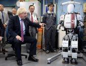 بالصور.. وزير الخارجية البريطانى يزور معهد البحوث للعلوم والهندسة بطوكيو